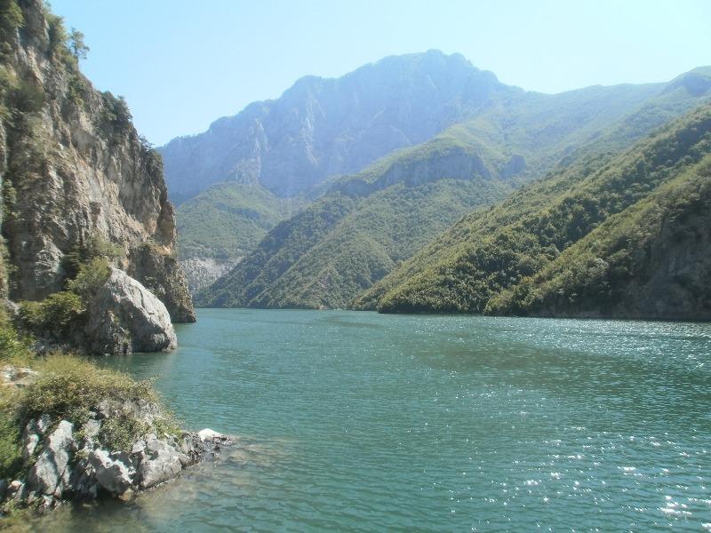 Jezioro Komani - rejs z przygodami
