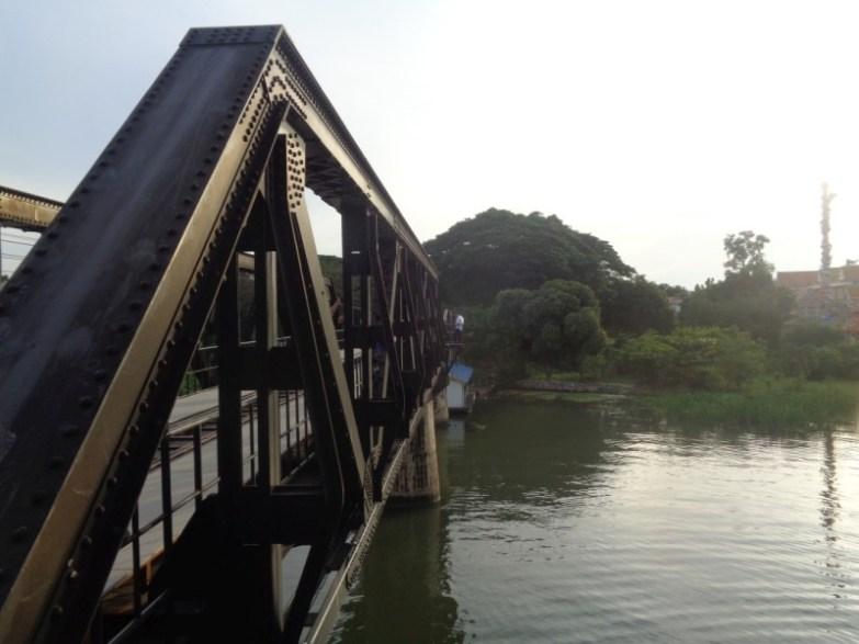 most nad rzeką kwai