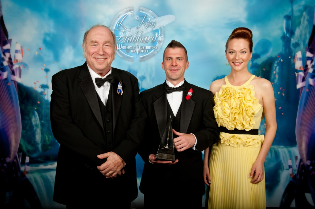 Mike Resnick on left with grand prize winner Trevor Smith and actress Anna Easteden.
