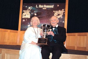 Frederik Pohl and Elizabeth Anne Hull proudly show off his L. Ron Hubbard Lifetime Achievement Award.