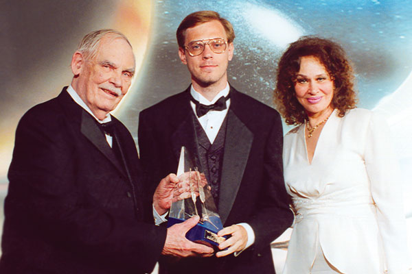 WotF judge Frederik Pohl and actress Karen Black present the First Place Award to J. Simon.