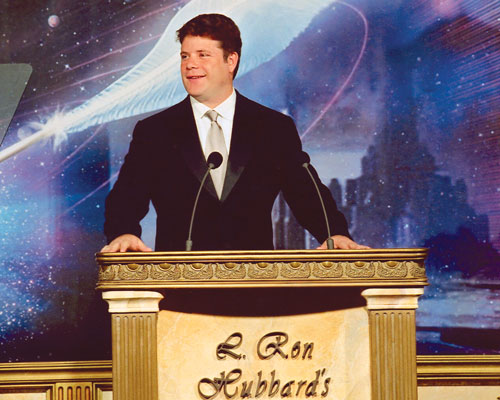 Sean Astin serves as one of the guest presenters at the 2002 ceremonies.