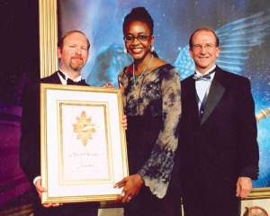 Kevin J. Anderson and Dr. Doug Beason present the Finalist certificate to Nnedi Okorafor.