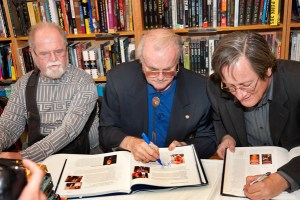 Judges Larry Niven, Jerry Pournelle and Tim Powers autographing books at Borders