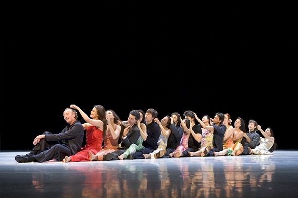 """Tanztheater Wuppertal Pina Bausch in """"...como el musguito..."""" (photo: Laurent Philippe)"""