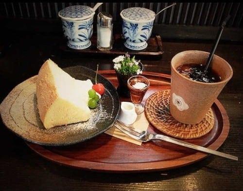 At the Cafe 在咖啡馆