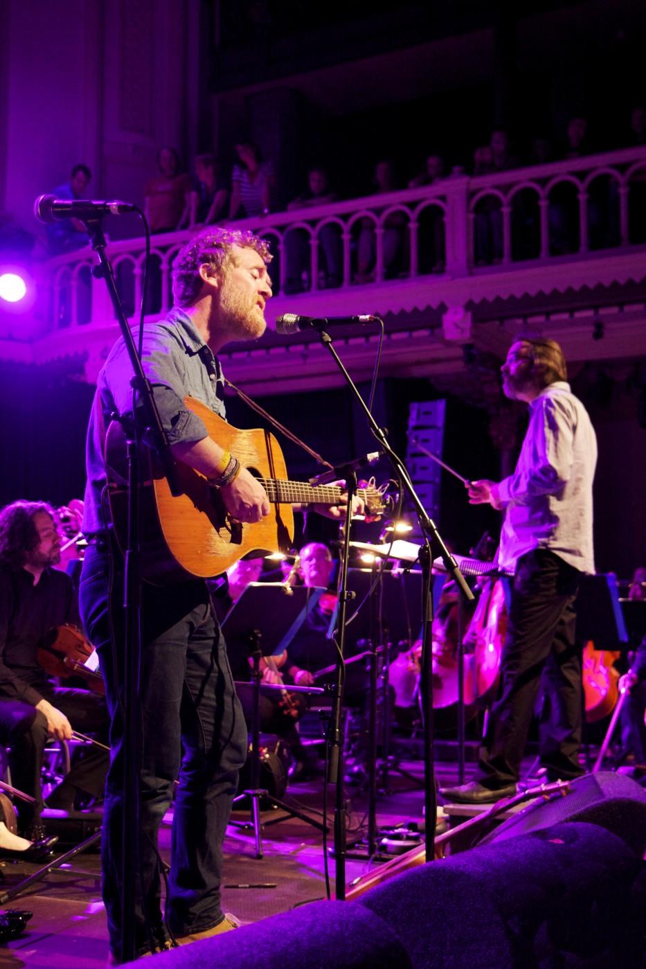 Glen Hansard Nico Muhly  BBC Scottish Symphony Orchestra veroveren Paradiso  Roots  Written