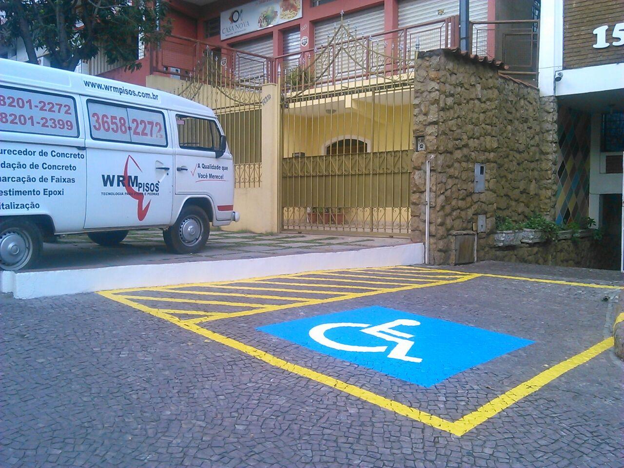 Pintura de vaga de deficiente PNE