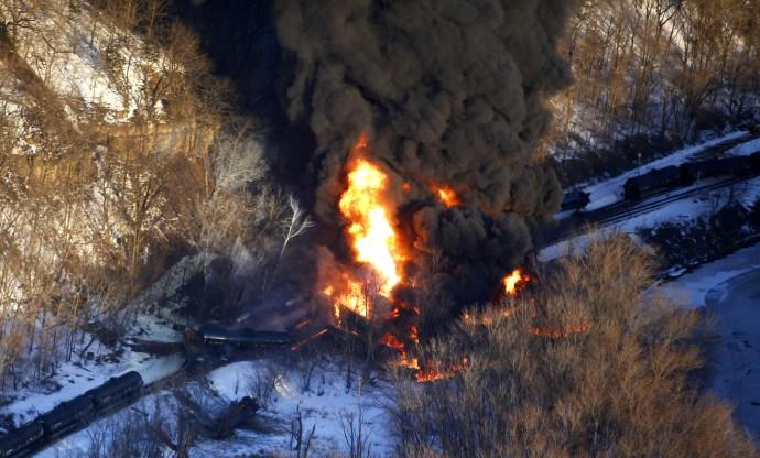 chi-galena-train-derailment-20150305