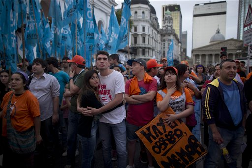 Supporters of Daniel Scioli, the ruling party presidential candidate, watch a large screen at Plaza de Mayo square that broadcasts live statements from Scioli aid Diego Bossio about the presidential election results in Buenos Aires,  Sunday, Nov. 22, 2015. Opposition candidate Mauricio Macri took an early lead over the ruling party contender Daniel Scioli  in Sunday's historic runoff to pick a replacement for outgoing President Cristina Fernandez, who along with her late husband dominated Argentine politics for 12 years.(AP Photo/Ivan Fernandez)