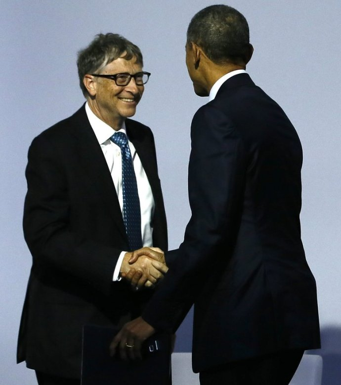 epa05049778 US President Barack Obama (2-L) shakes hands with Microsoft founder and philantropist Bill Gates (L) as French President Francois Hollande (2-R) greets Indian Prime Minister Narendra Modi (R) as they arrive for the 'Mission Innovation: Accelerating the Clean Energy Revolution' meeting at the COP21 World Climate Change Conference 2015 in Le Bourget, north of Paris, France, 30 November 2015. The 21st Conference of the Parties (COP21) is held in Paris from 30 November to 11 December aimed at reaching an international agreement to limit greenhouse gas emissions and curtail climate change EPA/IAN LANGSDON/POOL MAXPPP OUT COP39