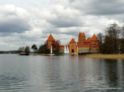Zamek w trokach malowniczo położony na wyspie