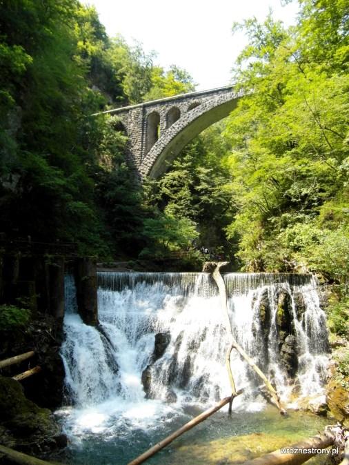 Most kolejowy i tama