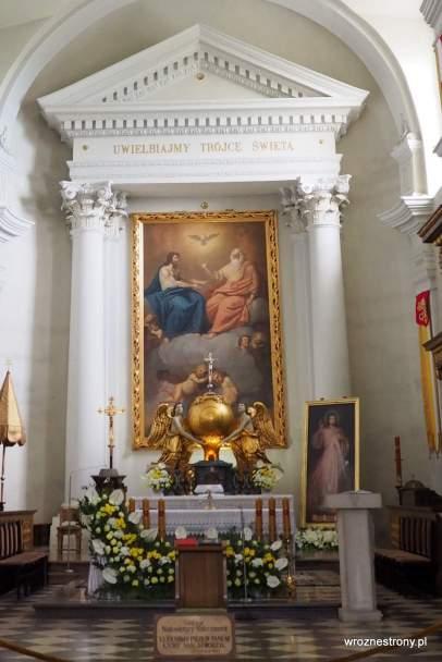 oltarz w kościele pw. Świętego Krzyża