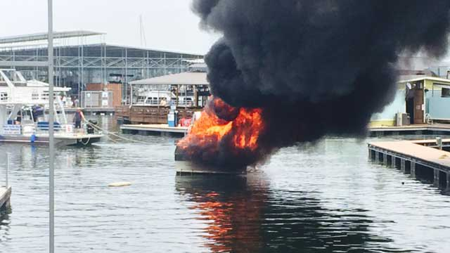 boat-fire_32256
