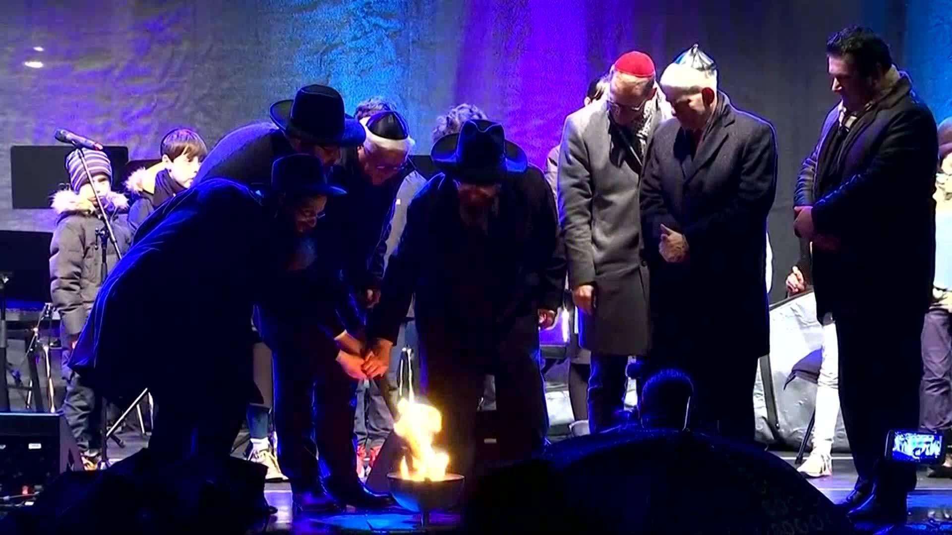 Menorah_lighting_ceremony_at_Berlin_s_Br_0_20181203104346