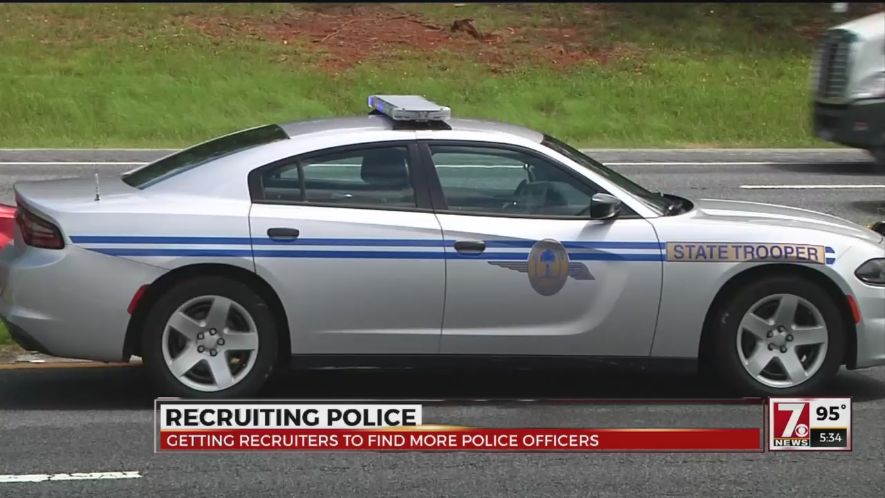 Police forces using recruiters to attract officers