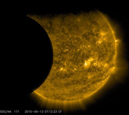 Supermoon Eclipse_445143