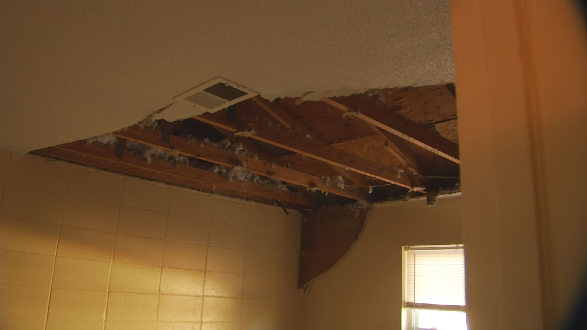Roof Collapse_532102
