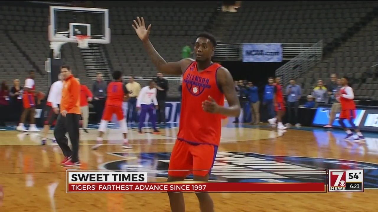 Clemson Practices in Omaha Ahead of Friday Night's Sweet 16 Match-up With Kansas