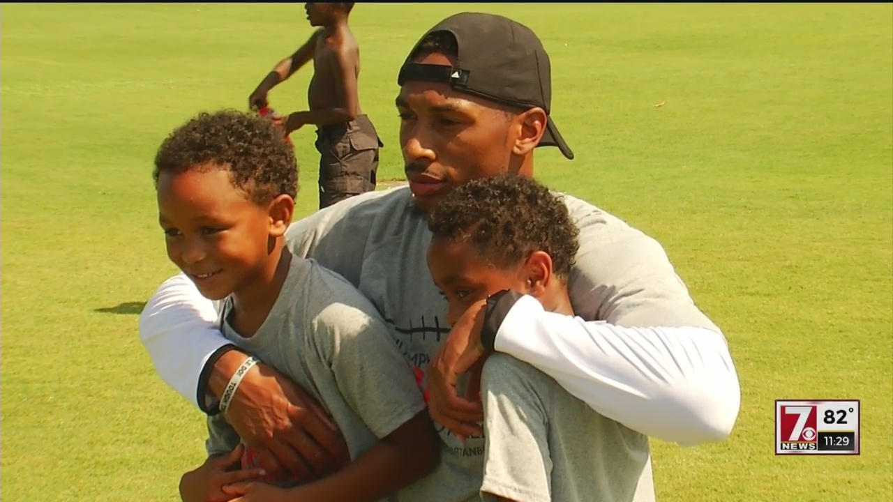 Humphries, Peake Hold Annual Youth Clinic