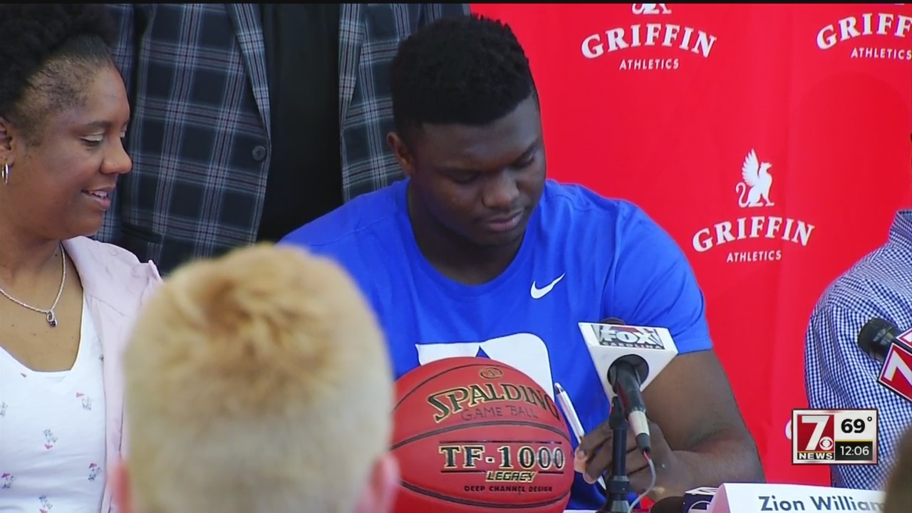 Zion_Williamson_signs_with_Duke_0_20180426164659