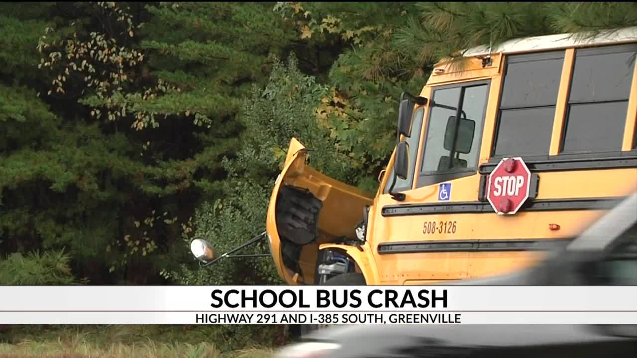 2_hurt_in_school_bus_crash_5_20181113171536