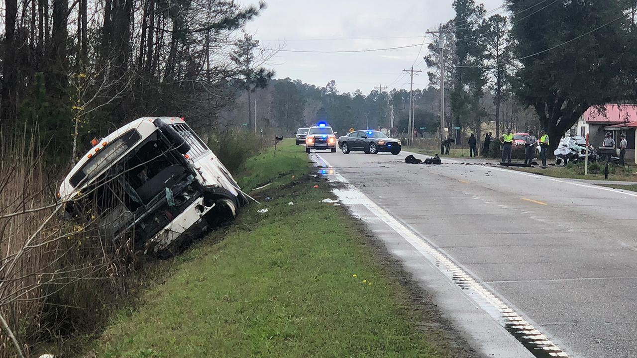 23 people hurt in SC bus crash