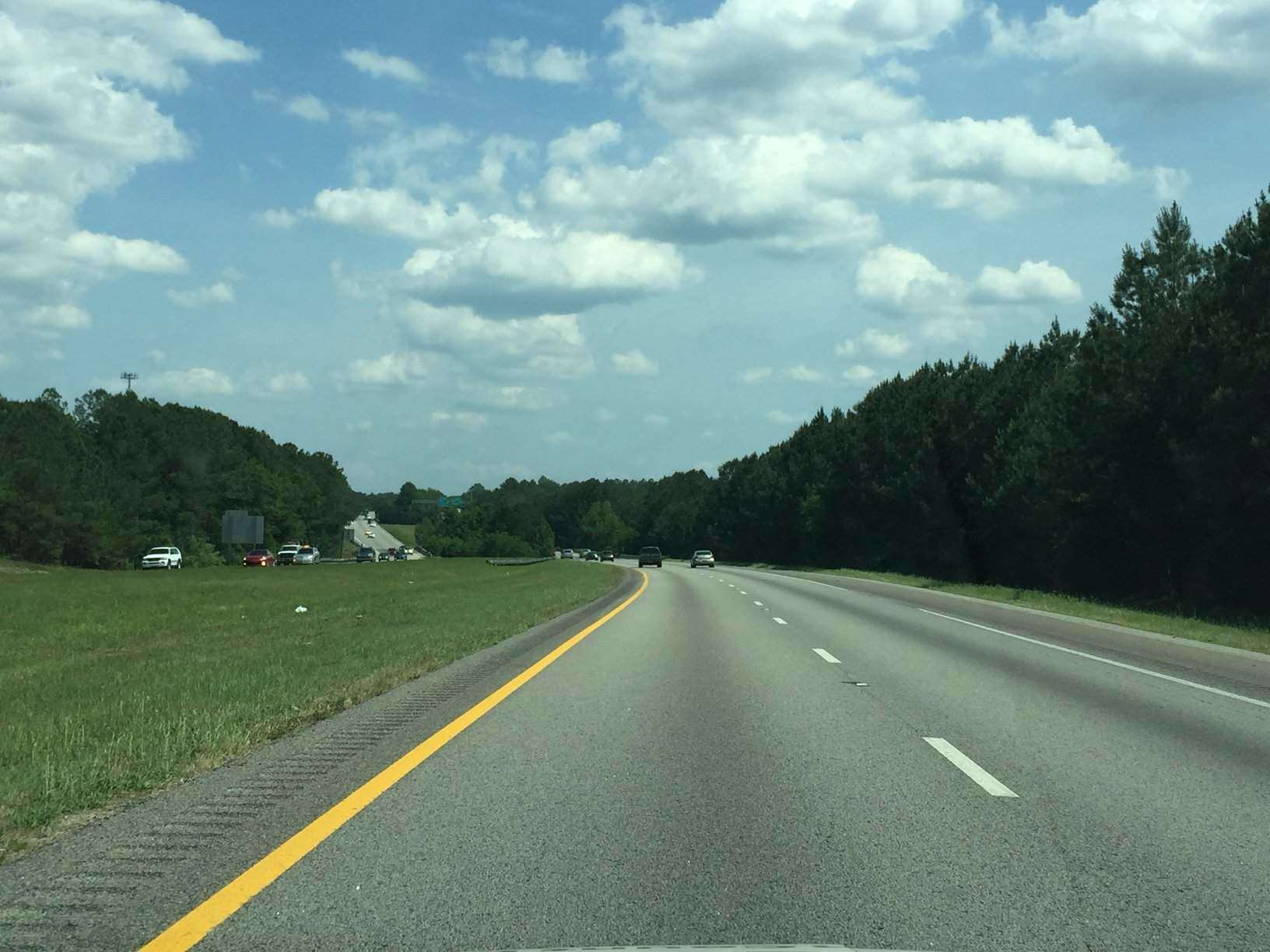 rsz_left_lane_on_interstate_from_inside_car_177377