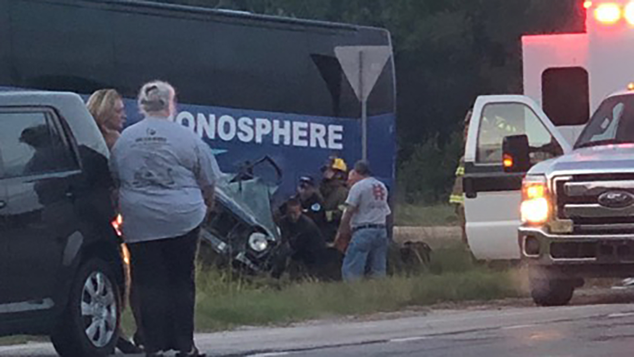 2 Dead 3 Injured In Hart Co Crash Involving Charter Bus