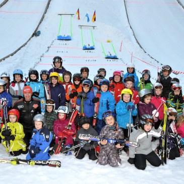 Miniadler in der Anlaufspur – Skisprungspaß an den Sprungschanzen Rastbüchl