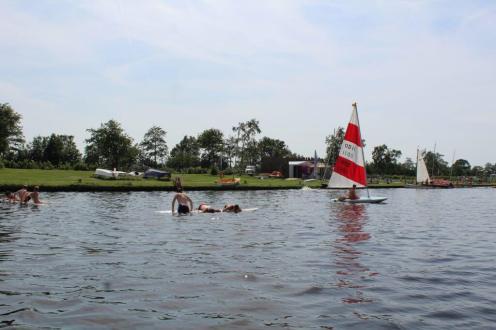 Zeilen-surfplank-zwemmen