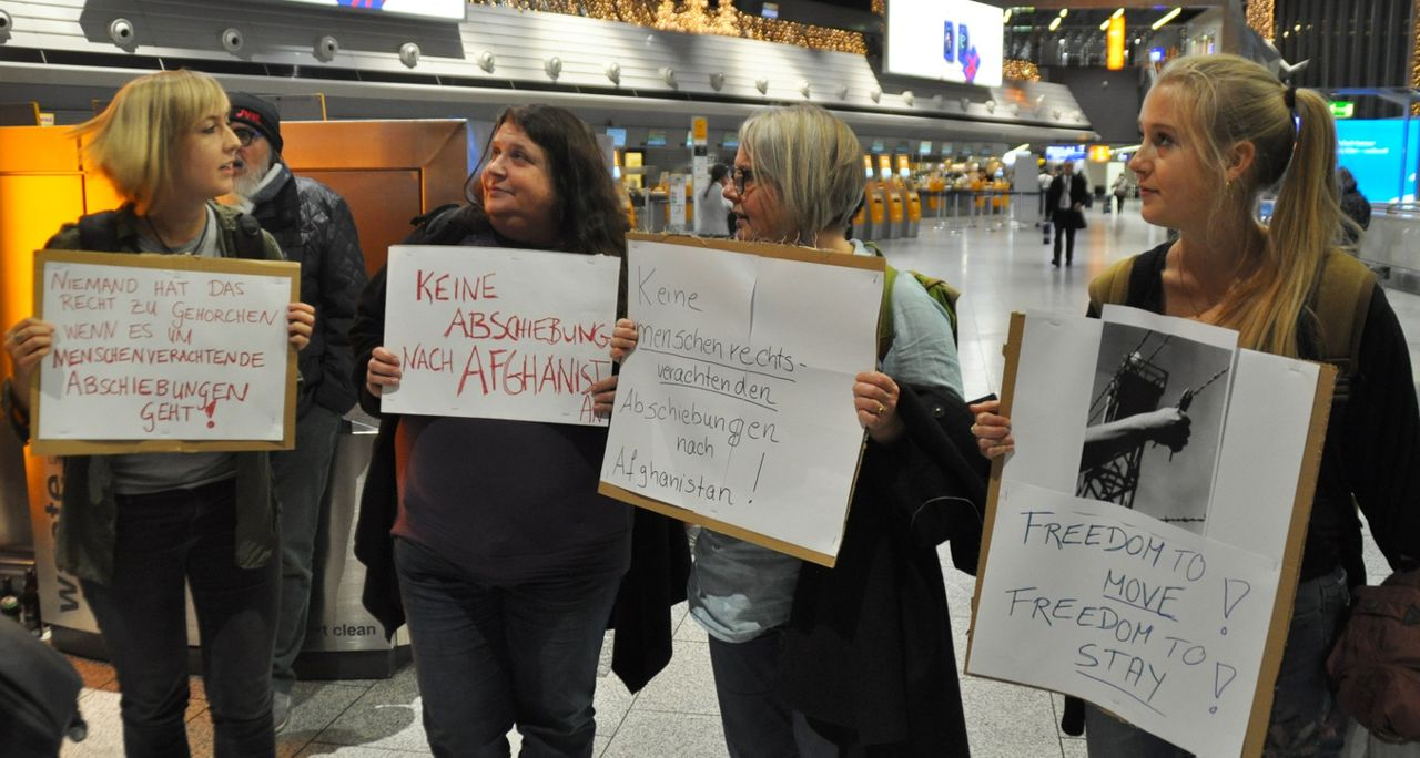 Mareike (left) and fellow pro-refugee demonstrators