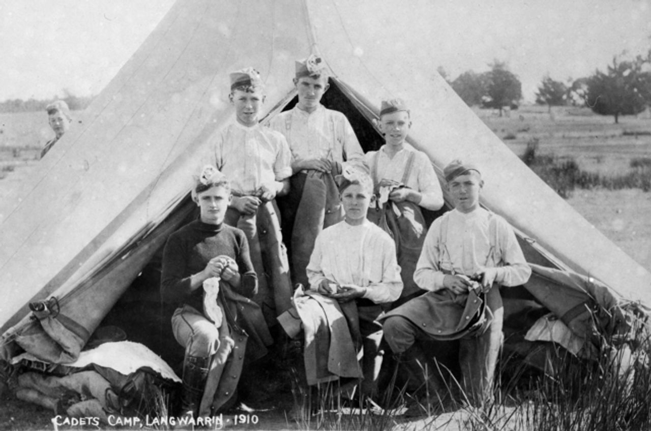 Volunteer senior cadets in camp Langwarrin, Victoria, 1910. Photo Australian War Memorial (P00151.011)