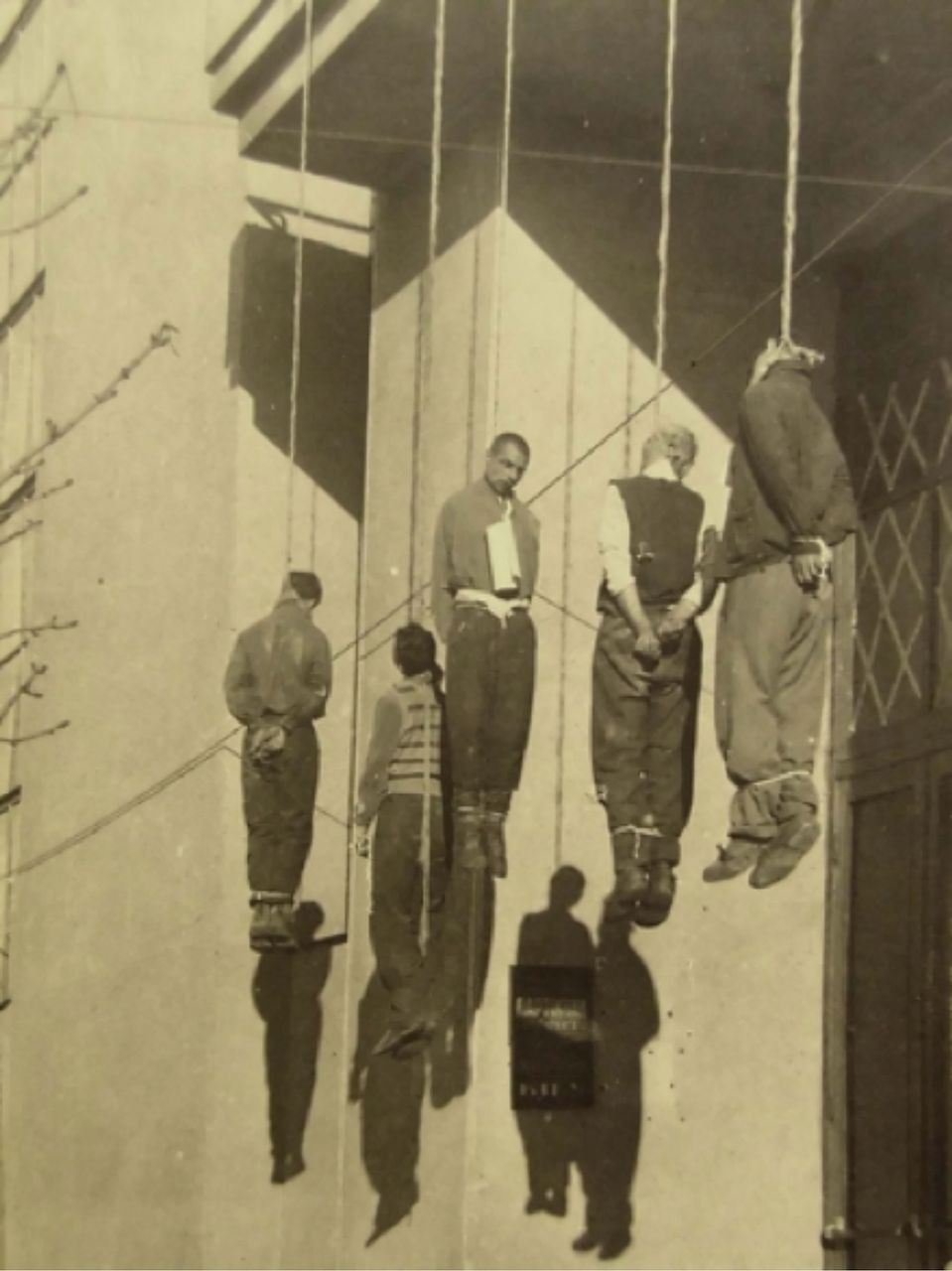 Ukraine, Kharkov, Civilians hanged by the Germans in retaliation for a terrorist attack on German headquarters, November 1941 [© Yad Vashem Photo Archive]
