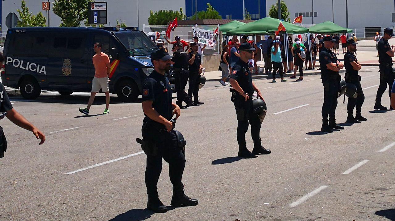 Police guard Amazon's operations at San Fernando de Henares