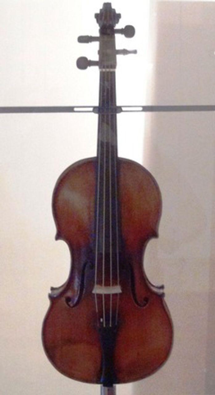 Paganini's 'Il Cannone Guarnerius' violin