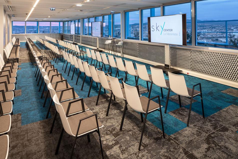 Louez une salle de réunion avec une sublime vue mer | Sky Center World Trade Center Marseille