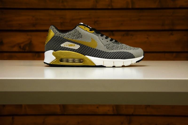 Nike roshe run hyperfuse gold trophy