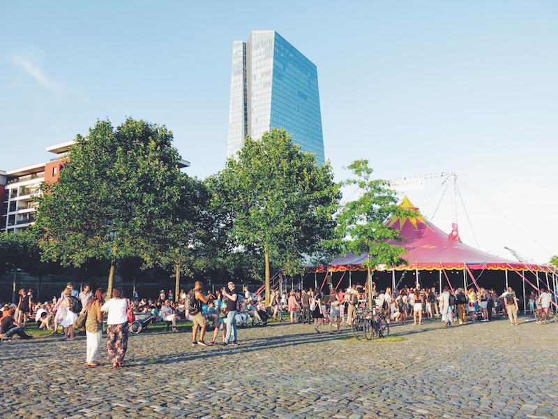 Bilder Frankfurt Mainufer Sommerwerft