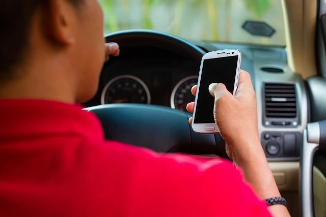 texting while driving generic shutterstock_76252