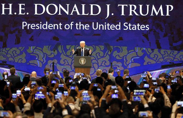 2017-11-10-Trump-in-Vietnam_561740