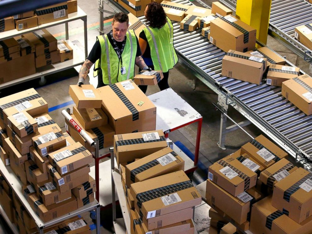 PHOTO_ Amazon.com employees organize outbound packages at an Amazon.com Fulfillment Center on Cyber Monday the busiest online shopping d_5843799000532