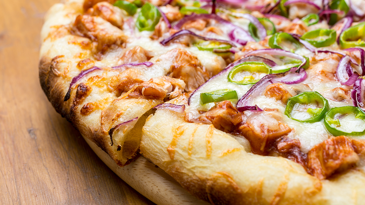 onion-chicken-pizza-recipe-food_1532706333224_389848_ver1_20180728054301-159532