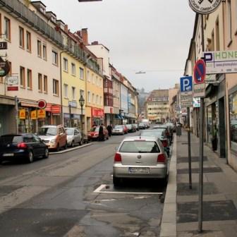 Blick in die Semmlstraße an einem Sonntagnachmittag