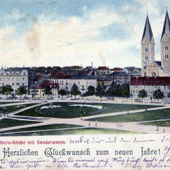 """Historische Ansicht von 1896. St. Adalbero mit """"Sanderwasen"""". Auf dem Bild sieht man noch das im Krieg zerstörte Pfarrhaus von der Kirche."""