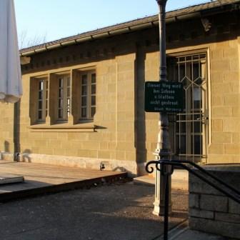 Im Gegensatz zum Alten Kranen wurde das kleine Lagerhaus nebenan beim Bombenangriff auf Würzburg nicht zerstört.