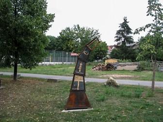 Kunstobjekt am Sportplatz des TSV Lengfeld.