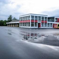 Zwischen Rottenbauer und dem Heuchelhof befindet sich im Industriegebiet nicht nur der Straßenbahnbetriebshof der WVV, sondern direkt nebenan auch der Betriebshof für die Fahrzeuge der NVG-Busgesellschaft.