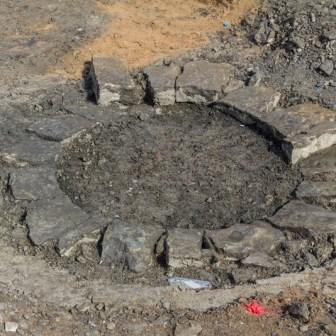 Die Reste eines vermutlich 700 Jahre alten Brunnens wurden in der Eichhornstraße bei Grabungsarbeiten entdeckt.